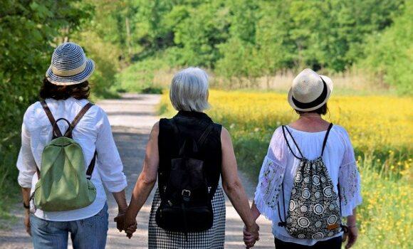 """Fit und gesund auch in der Pandemie: DOSB fördert die AEF mit Seniorenprojekt """"Inter-Aktive 60 +"""""""
